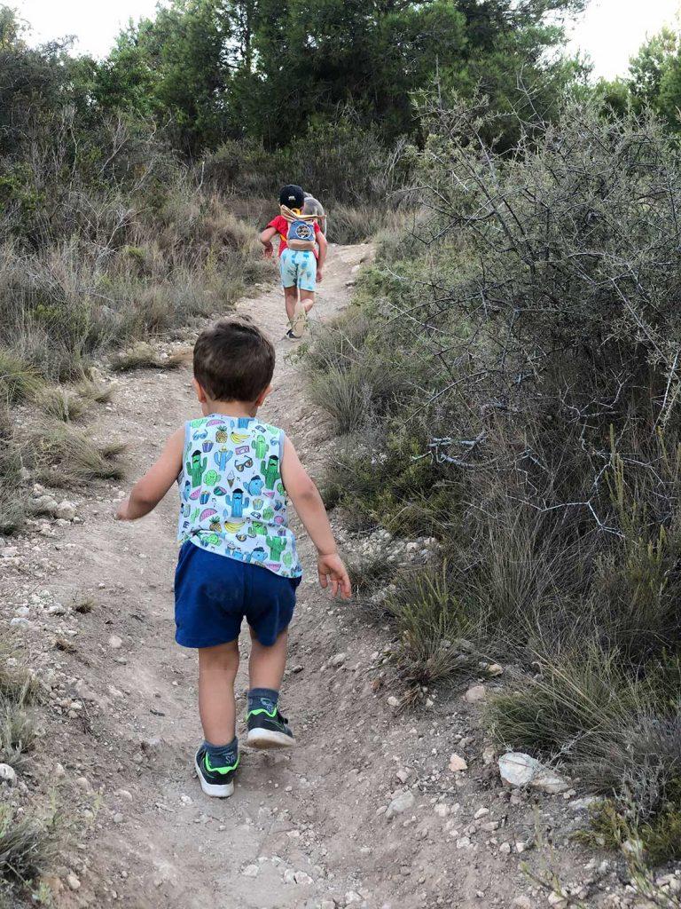 Capitanes-Fantasticos-Geocaching-Niños-Trepando